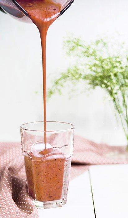chocolate hemp Smoothie Pour